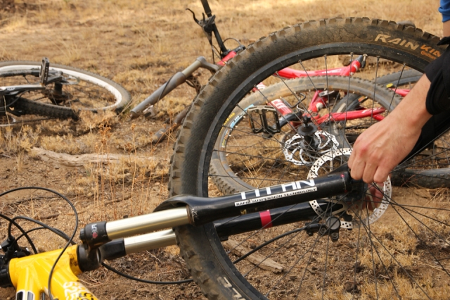 fix-flat-tire-mountain-bike