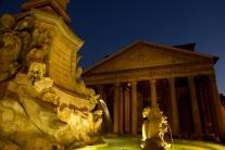 pantheon fountain in piazza della rotonda